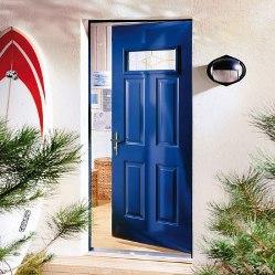 Photo d'une porte en acier bleue